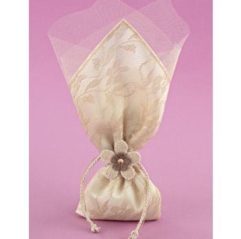 Μπομπονιέρα Γάμου Μαντήλι Σατέν με Λέζα Εκρού και Διακοσμητικό Λουλούδι