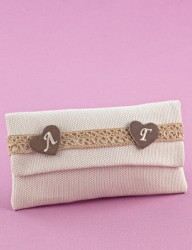 Μπομπονιέρα Γάμου Φάκελος σε Χρώμα Άμμου με Κεντημένες Καρδιές