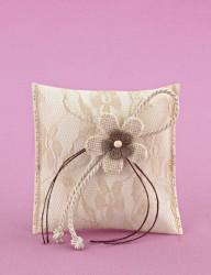 Μπομπονιέρα Γάμου Μαξιλαράκι Σατέν-Λέζα Εκρού με Λουλούδια