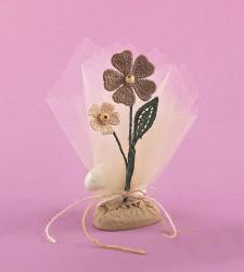 Επιτραπέζια Μπομπονιέρα Γάμου με Ακρυλική Βάση και Πλεκτά Λουλουδάκια