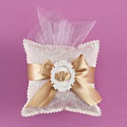 Μαξιλαράκι με Δαντέλα και Στολισμό σε Χρυσό Χρώμα για Μπομπονιέρα Γάμου