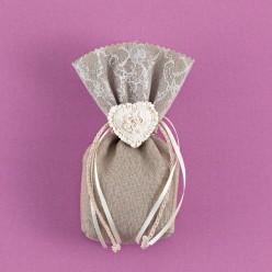 Πουγκί Λινό Γκρι με Δαντέλα και Ακρυλική Καρδιά για Μπομπονιέρα Γάμου