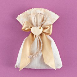 Μπομπονιέρα Γάμου Πουγκί με Καρδούλα και Χρυσή Διακόσμηση