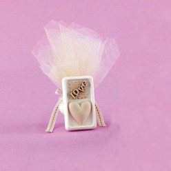 Μπομπονιέρα Γάμου Αρωματική Κορνίζα με Καρδιά και Love