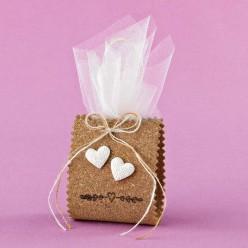 Μπομπονιέρα Γάμου από Φελλό με Ακρυλικές Καρδιές