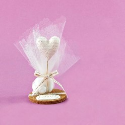 Μπομπονιέρα Γάμου Επιτραπέζιο με Καρδιά και Βάση απο Φελλό