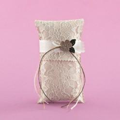 Μπομπονιέρα για Γάμο Φακελάκι με Δαντέλα και Πλεκτό Λουλουδάκι