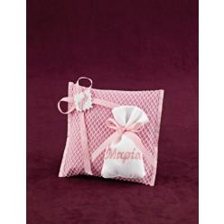 Μπομπονιέρα Βάπτισης Μαξιλαράκι Ροζ με Λευκό Πουγκί και Κεντημένο Όνομα