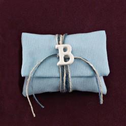 Φακελάκι Σιέλ με Ακρυλικό Μονόγραμμα για Μπομπονιέρα Βάπτισης