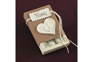 Μπομπονιέρα Βάπτισης Κράφτ Κουτί με Ακρυλική Καρδιά και Όνομα