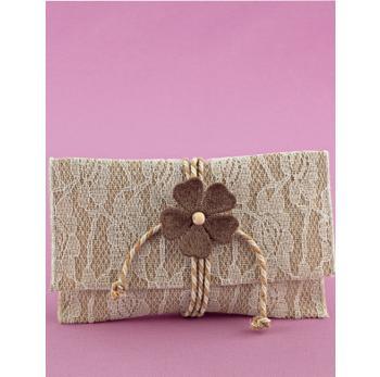 Μπομπονιέρα Γάμου Φάκελος Λινάτσα με Δαντέλα και Πλεκτό Λουλούδι Άμμου
